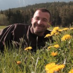 Bruder Rene Dorer im Gras