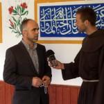 Br. Rene Dorer mit dem Muslimen Nexhat aus Telfs beim Interview