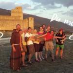 Br. Rene Dorer mit einer Gruppe von Assisipilgernden