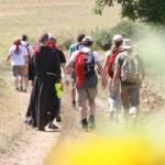 Vezelay 2013 Gruppe Österreich auf dem Weg