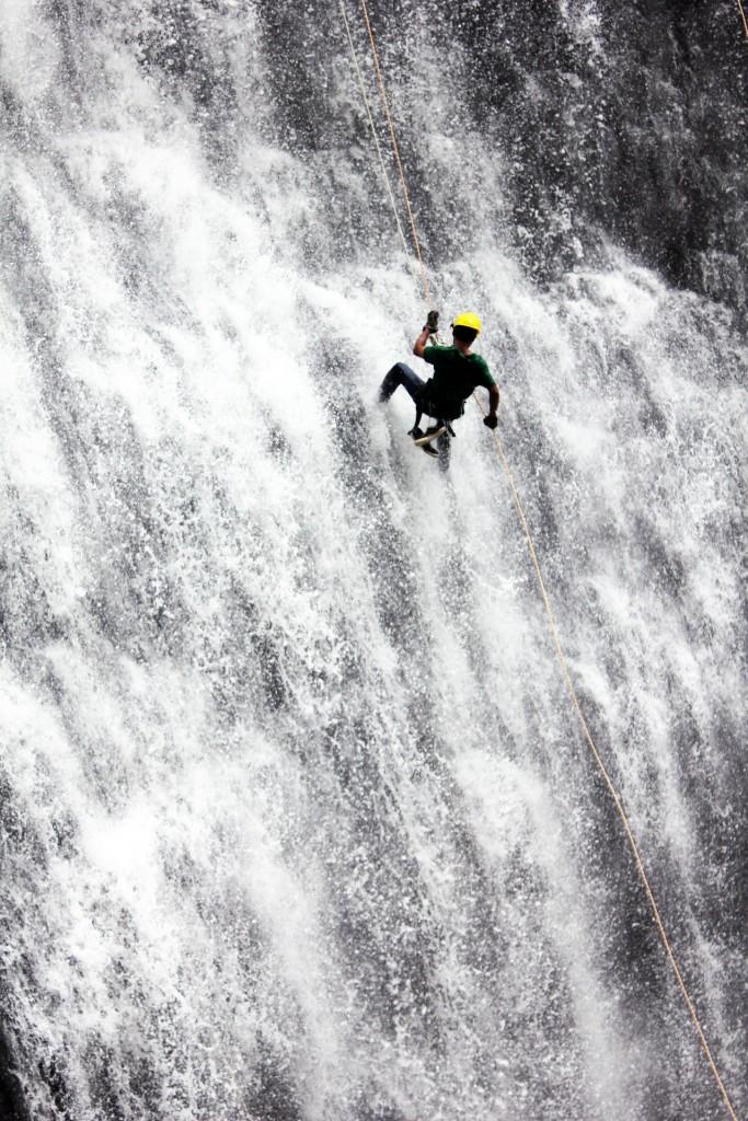 Halt in bedrohlichen Wassern